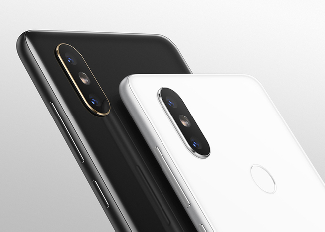 New real photos of the Xiaomi Mi 8 and the Xiaomi Mi Band 3 | Gobhy