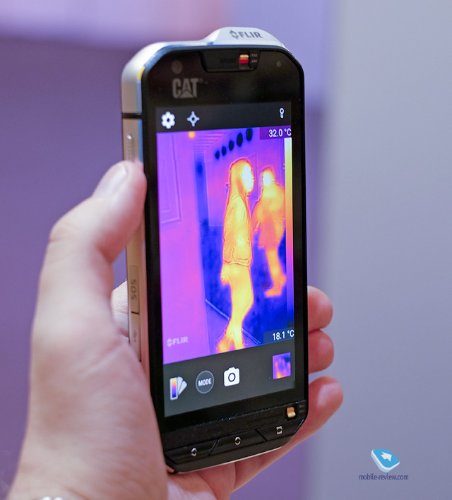 Mobile-review.com MWC 2016. Cat S60