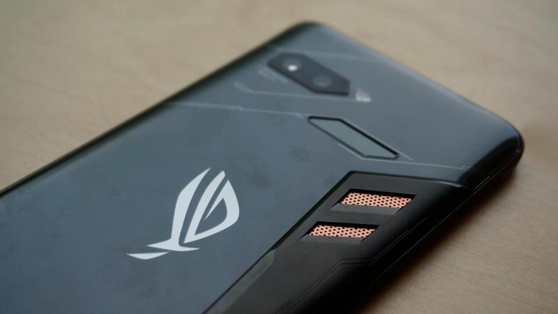 Asus ROG Phone Review: Hands-on with the New Gaming Smartphone