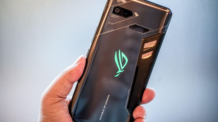 The Asus ROG phone costs $900 and has actual buttons for games - CNET
