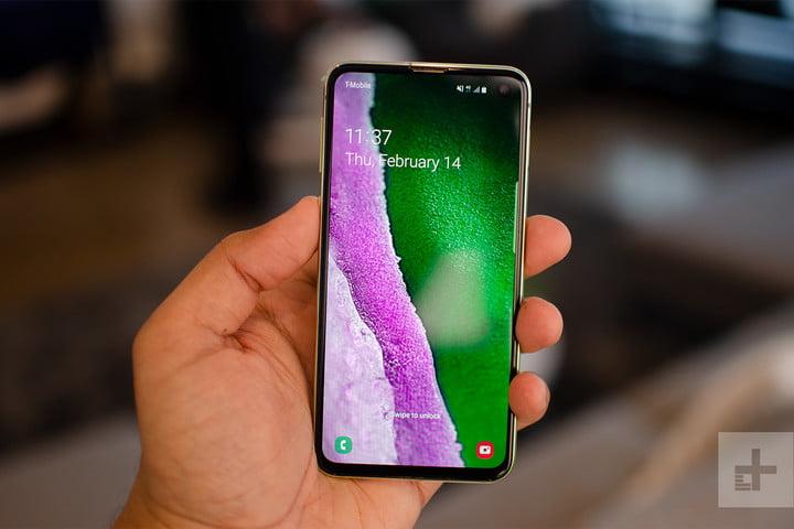 Samsung Galaxy S10e Vs. iPhone XR | Smartphone Specs Comparison