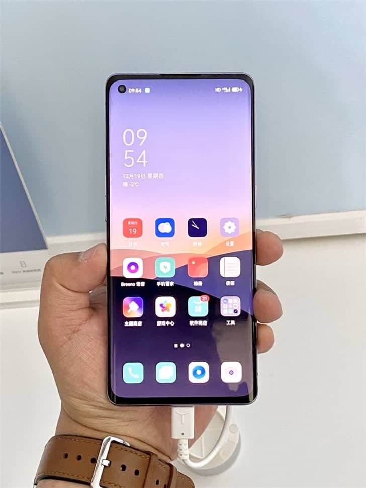 OPPO Reno 3 Pro 5G real images appear online - Gizchina.com