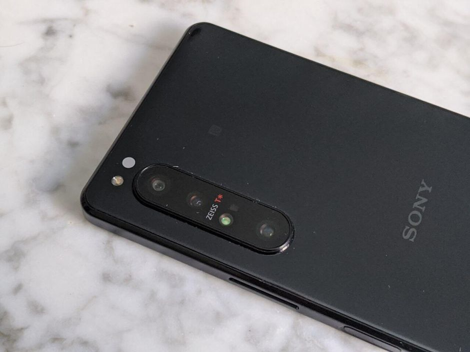 The Sony Xperia 5 II rumored phone leaks online - CNET
