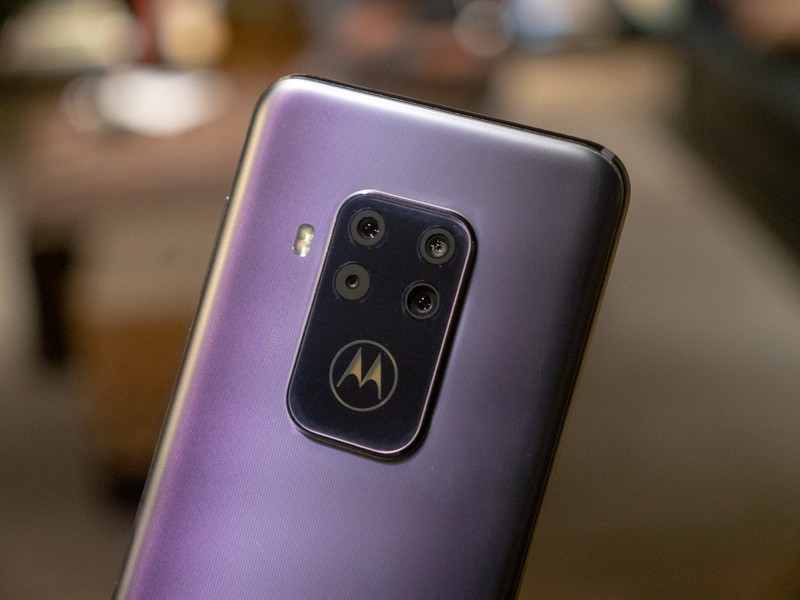 Motorola One Zoom hands-on preview: Deep purple | Android Central
