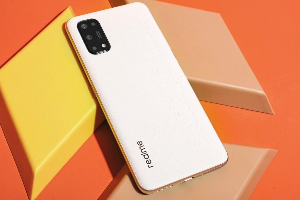 Появились качественные фото нового смартфона Realme Q2 Pro с