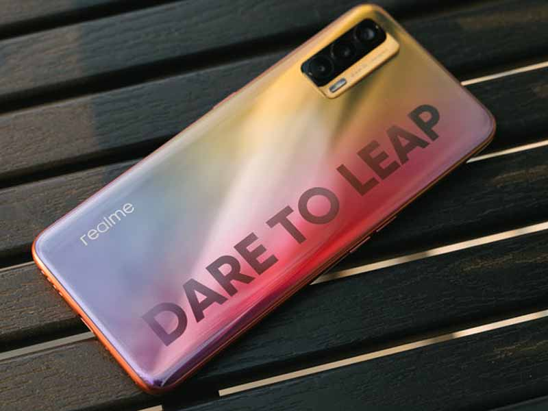 Realme V15 Review: A Practical Phone With Dual 5G Specs, 50W Flash